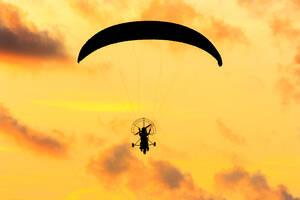 Backlit motorised paraglider